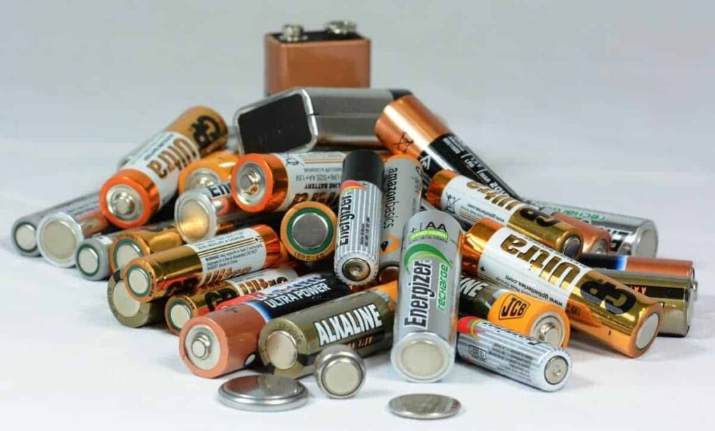 Incorrect registration of batteries can be warned 17